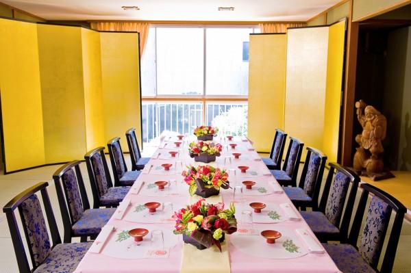ご親族ご友人など、少人数の宴席に最適な『蓬莱の間』。